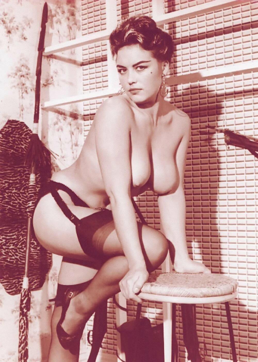 майклом ретро фото эротика брюнетки как могли обойтись