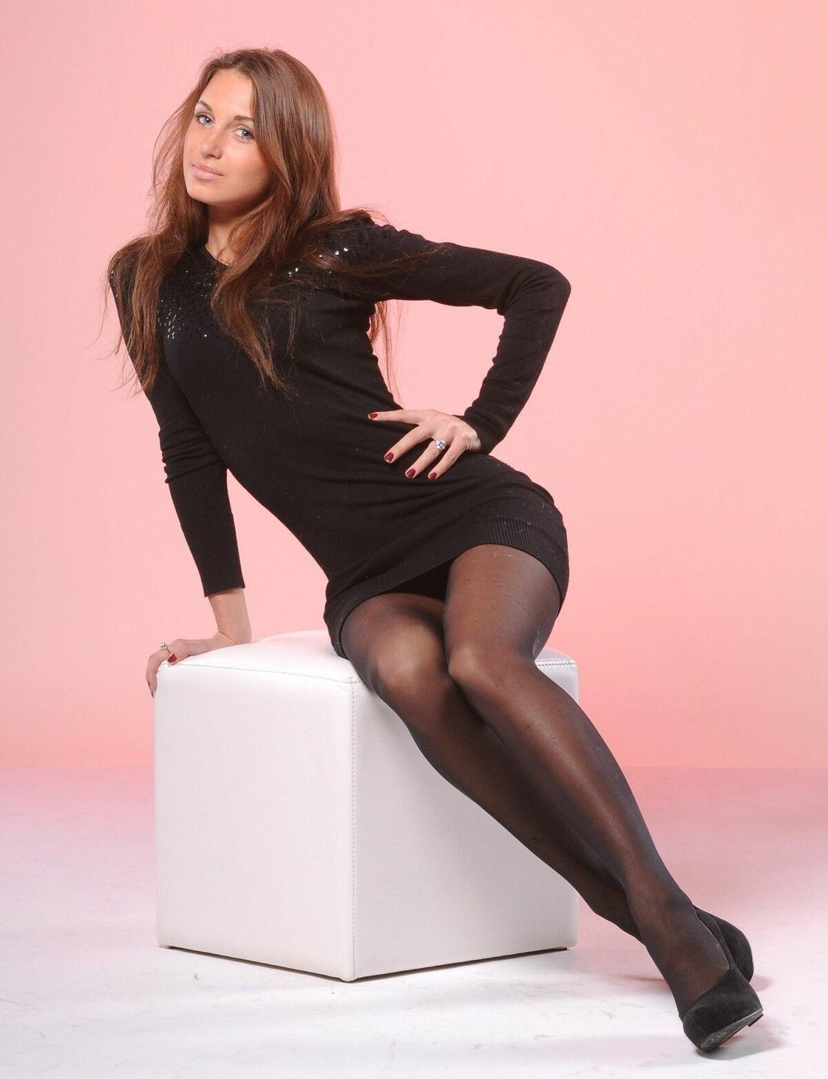 Любимая женщина в черных колготках — pic 14