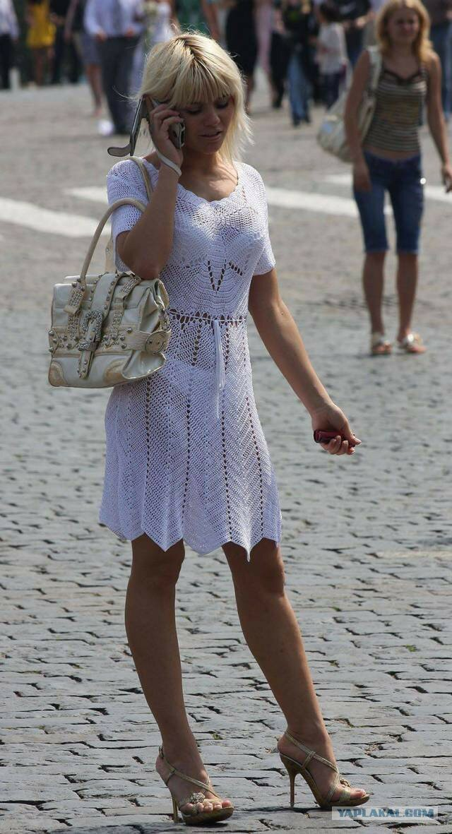 женщины в прозрачной одежде на улицах города и парков выделений