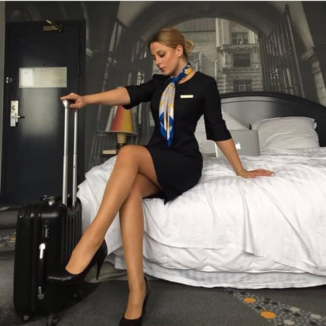 styuardessi-goryachie-foto-nogti