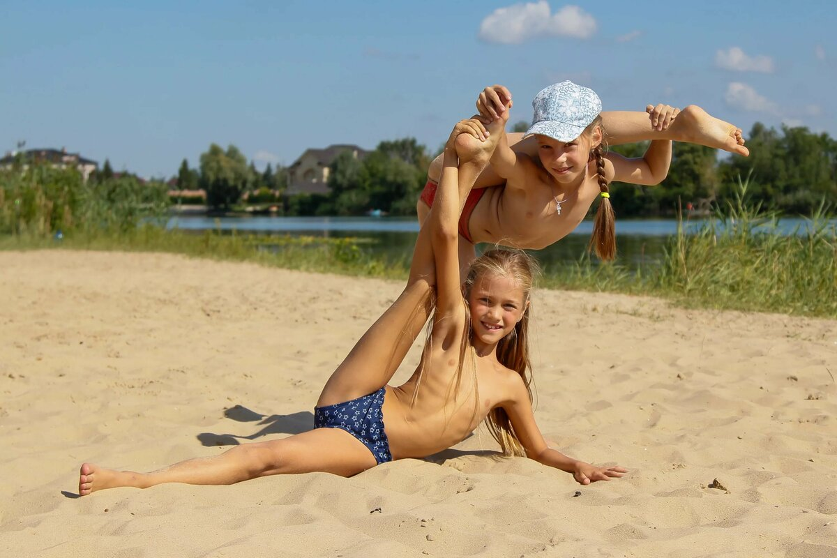 ls-island-girls-topless