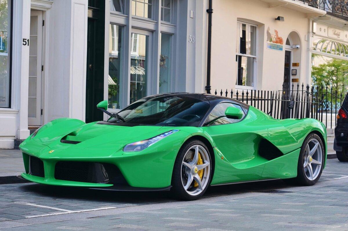 машины зеленые и красные картинки жилеты