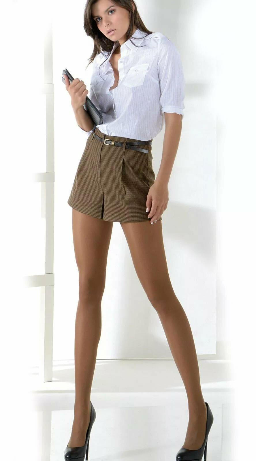 стройные ножки в классических брюках видео