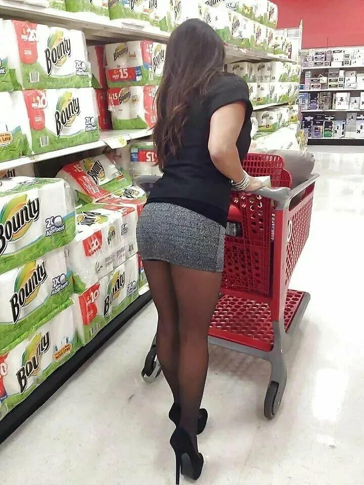 Девки в юбках в магазине фото фотосессии трахает фотограф