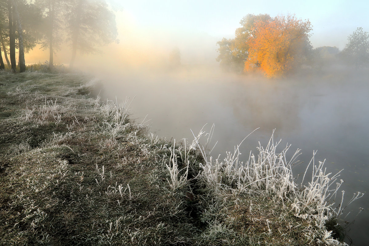 Образование тумана связано с Ñолодным потоком воздуÑа, спускающимся на теплые поверÑности воды или суши.