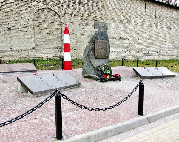 Памятник псковичам-флотоводцам, мореплавателям и строителям Российского флота