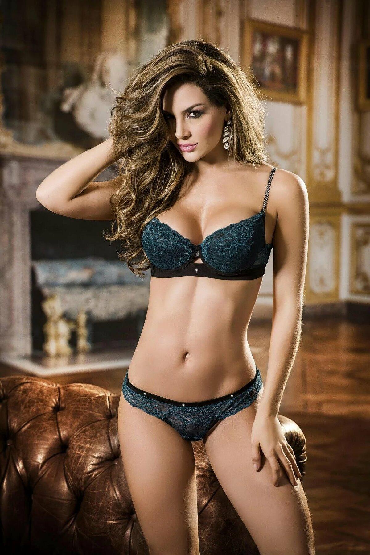 Hottest sexiest women bizarre