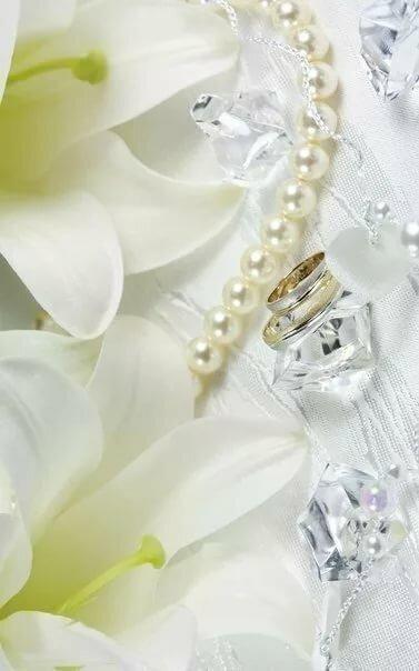 Марта для, картинки коллаж гифки блестяшки лилии и жемчуг