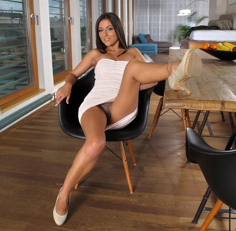 long-legs-upskirt-babe-junge-sexy-lisa-simpson-nackt
