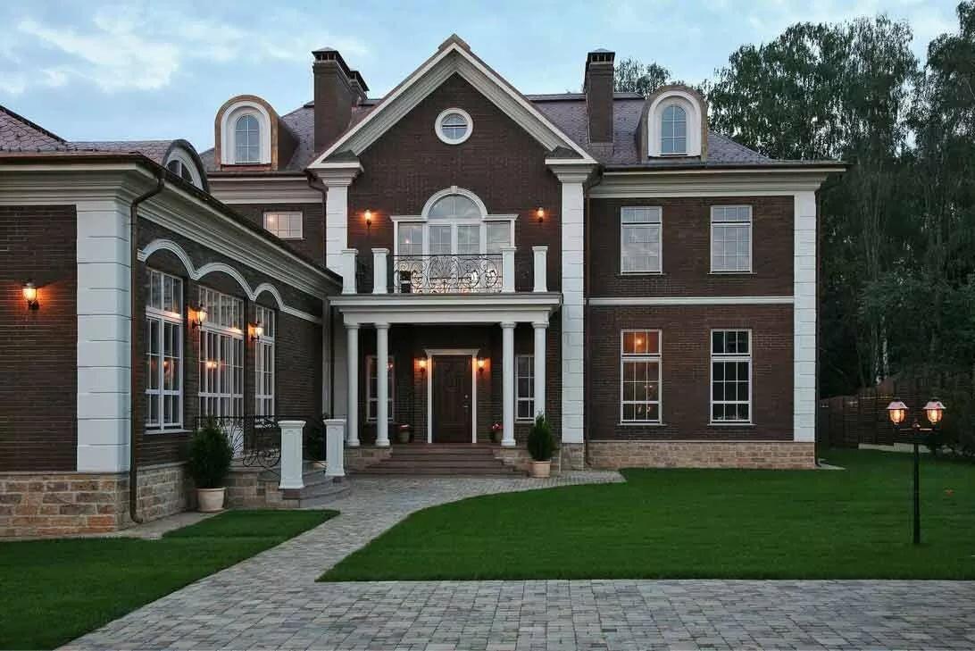 фасады красивых домов в классическом стиле фото ступеней перила