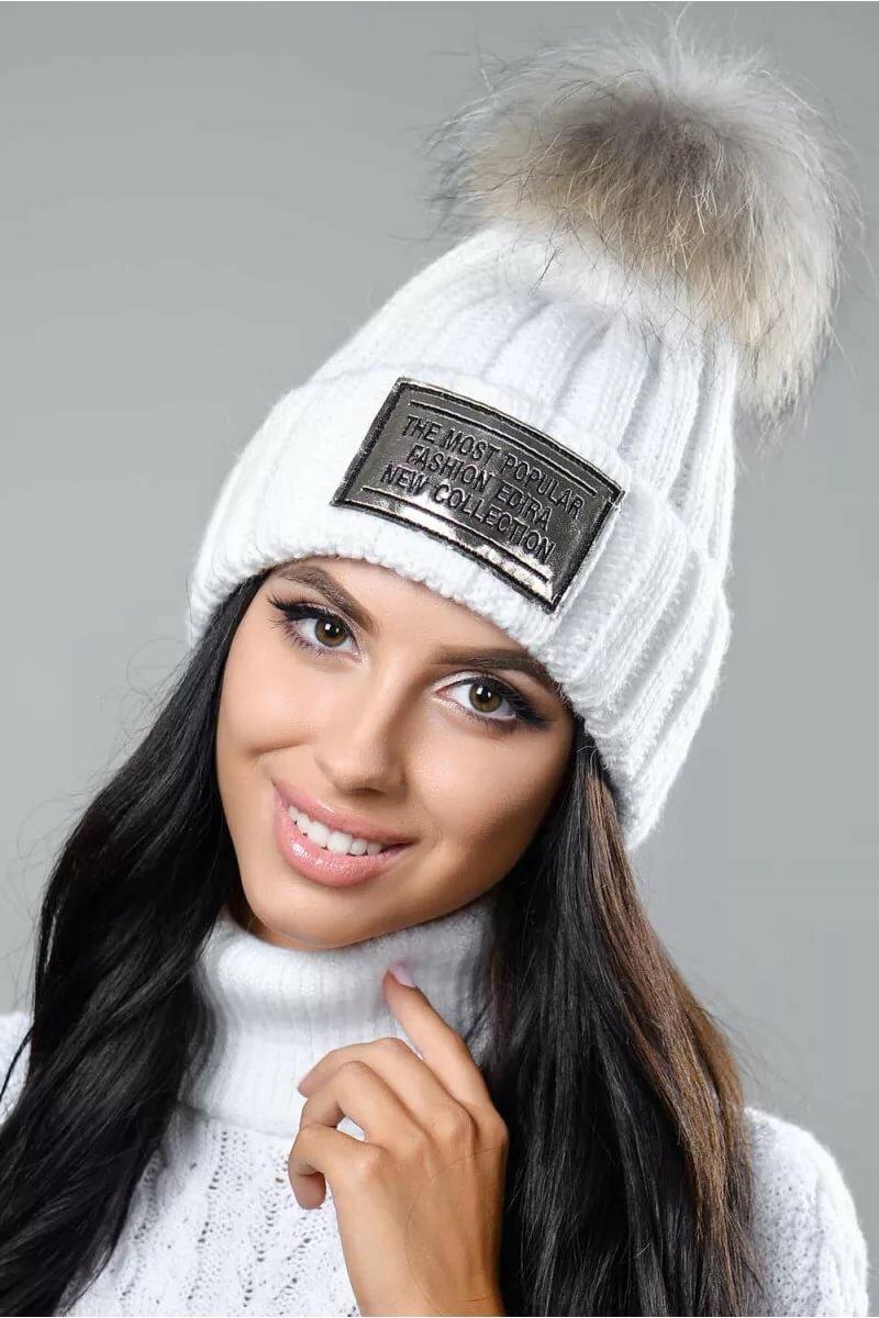белая шапка с черным бубоном фото варианты