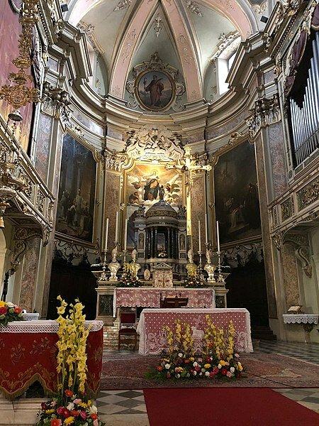 Главный алтарь в Романо ди Ломбардия
