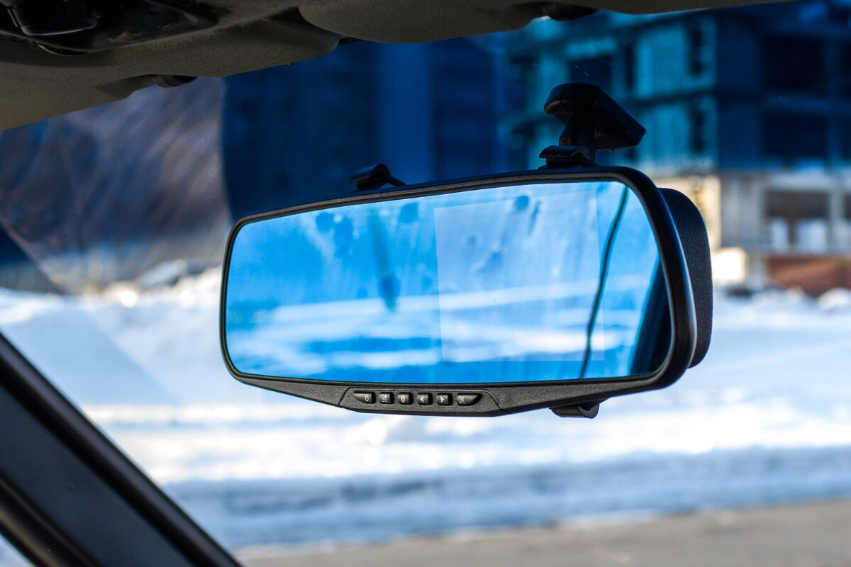 Картинка в машине зеркало заднего вида