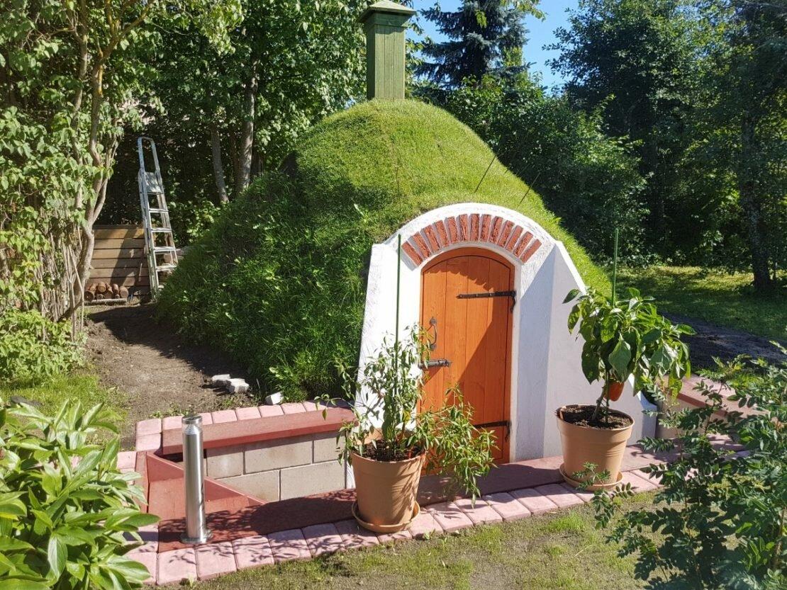 упоминания заслуживают как построить домик в земле фото колдуни дуже схожі