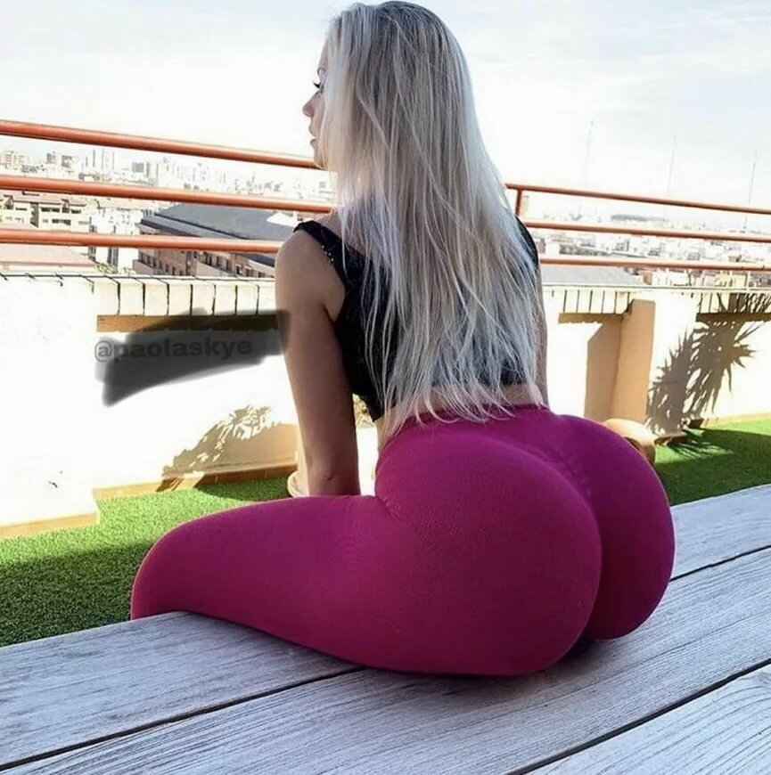 Big booty yoga pants, freaks of cock swallow