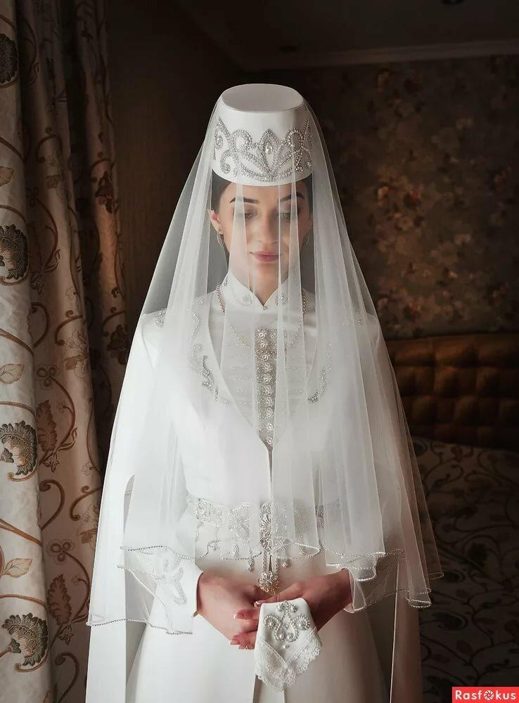 терпеливо объясняю, в осетинском платье фото на свадьбу что-то красивое