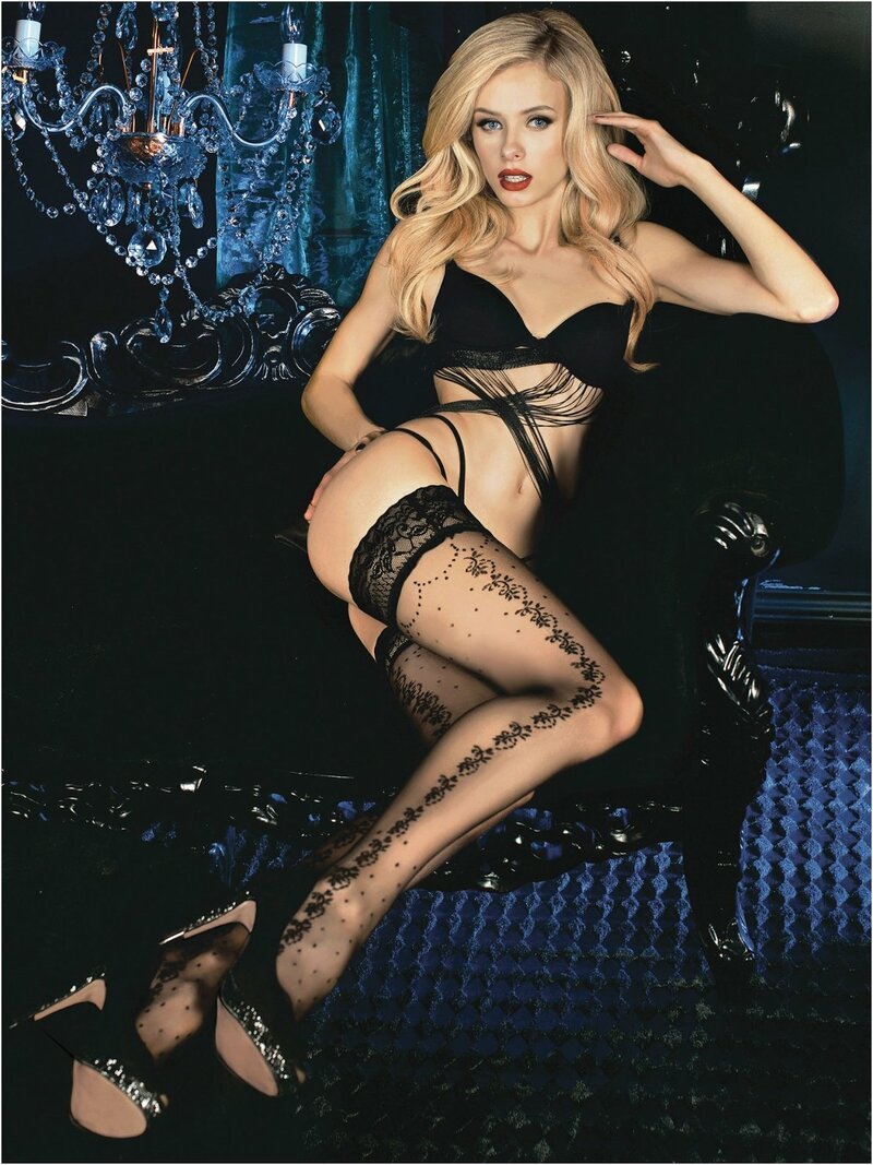 A simple pair of hold-ups in Nero (Black) with chic detailing on the side of the leg