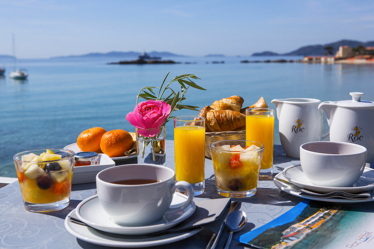 Красивый завтрак у моря картинки прославилась благодаря