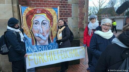 Протест активисток движения «Мария 2.0»