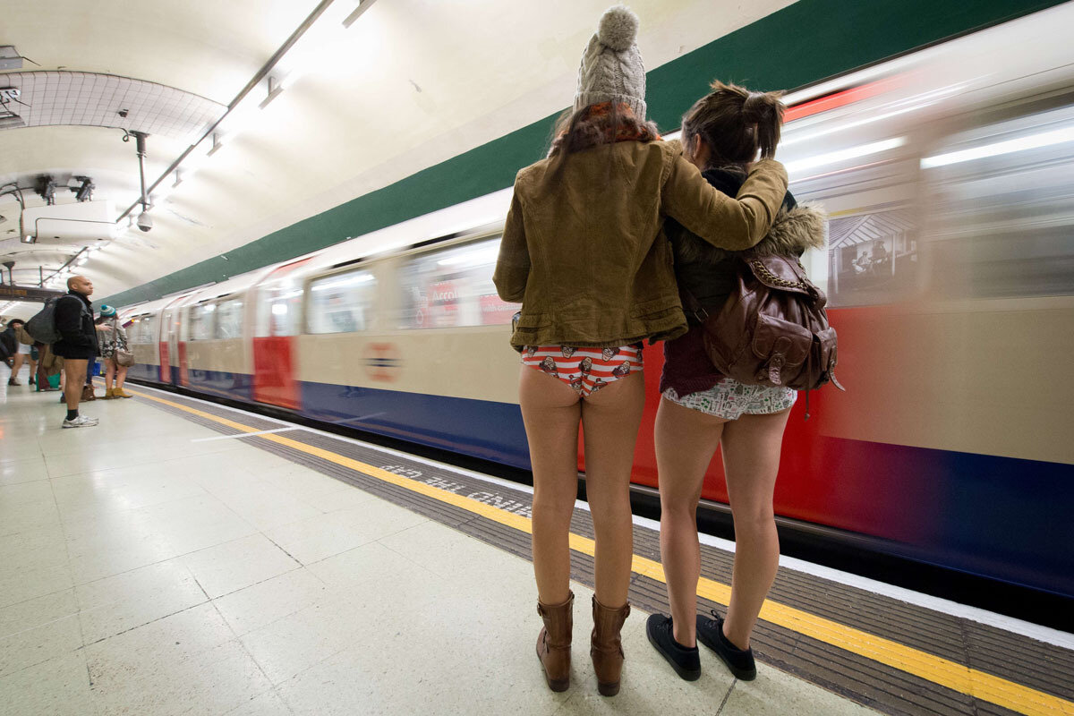 Красивые попки в метро, вебку списали и трахнули