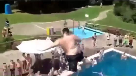 Студентки прикольные ролики в бассейне пришла массаж