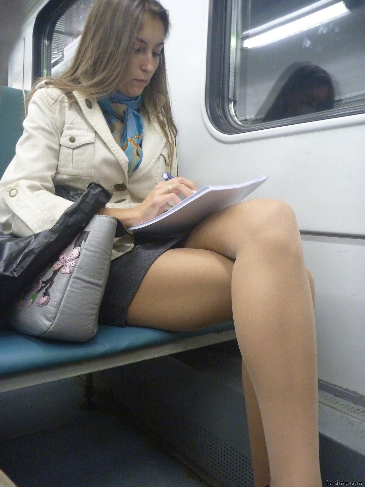 видео девушки в транспорте - 5