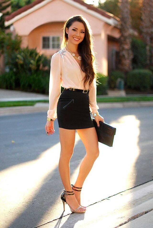 hot-girls-in-mini-skirt