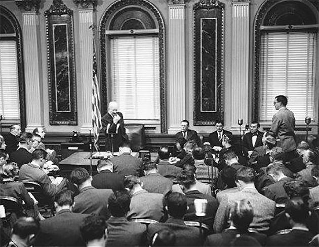 19 января 1955 года президент США Эйзенхауэр провел первую в мире телевизионную пресс-конференцию