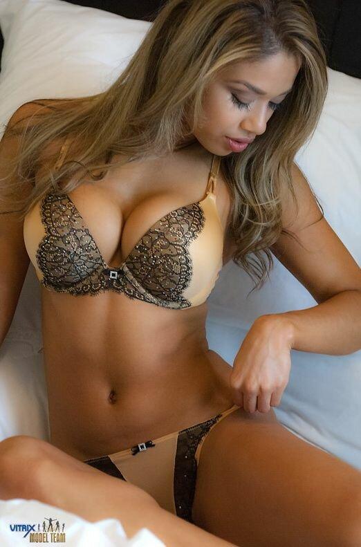 Порно онлайн девушки в эротичном белье с большими грудями порно