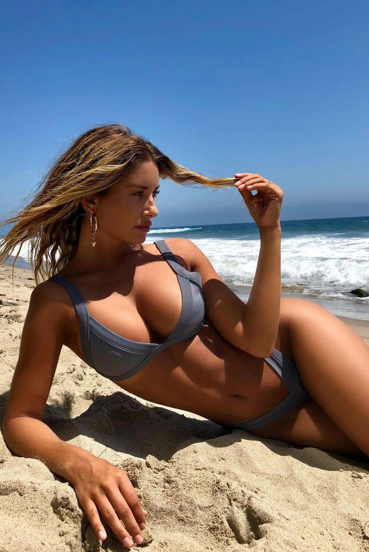 babes-in-bikini-beach-video