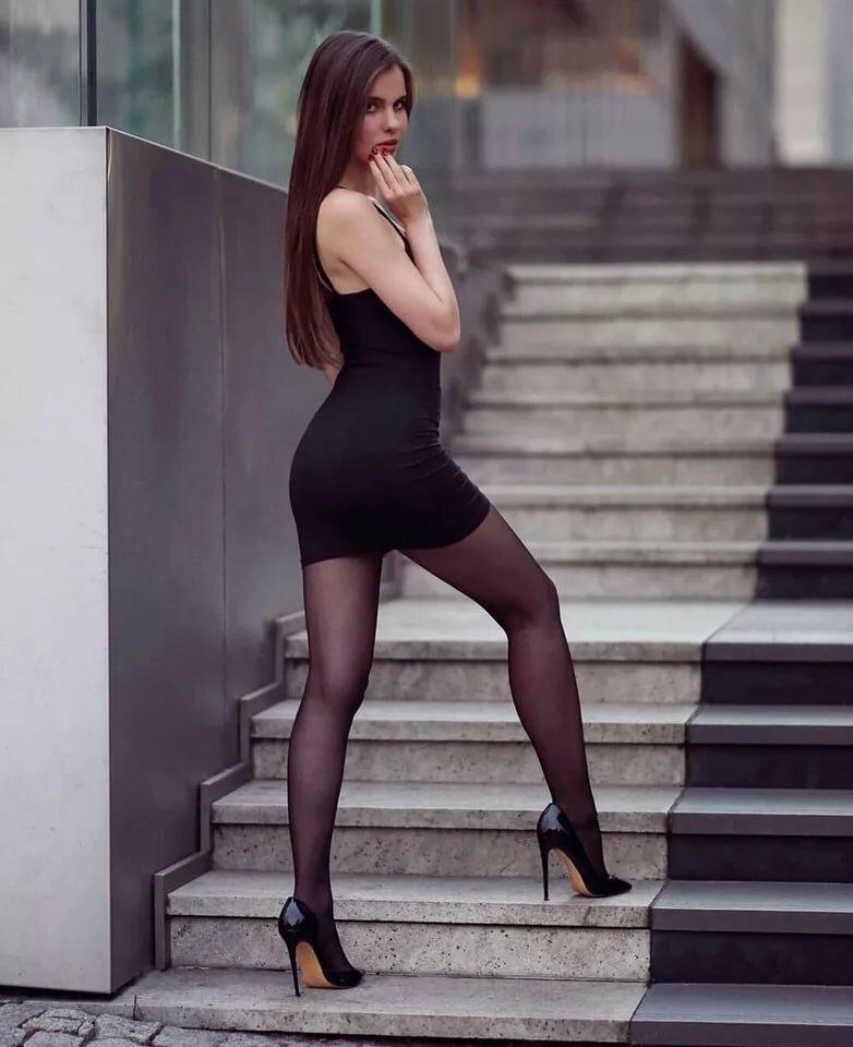 Красивые женщины в обтягивающих мини юбках, порно женщина в колготках фото