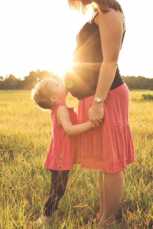 счастливая мама с детьми картинки со спины