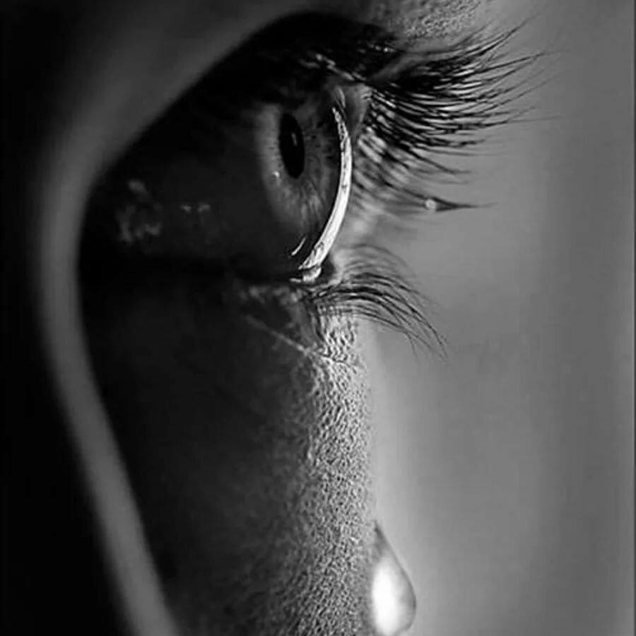 грустные черно белые картинки со слезами рамка для