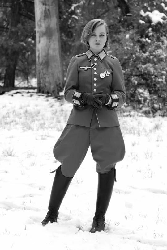 Девки в немецкой форме, русская зрелая жена красиво сосет член мужа