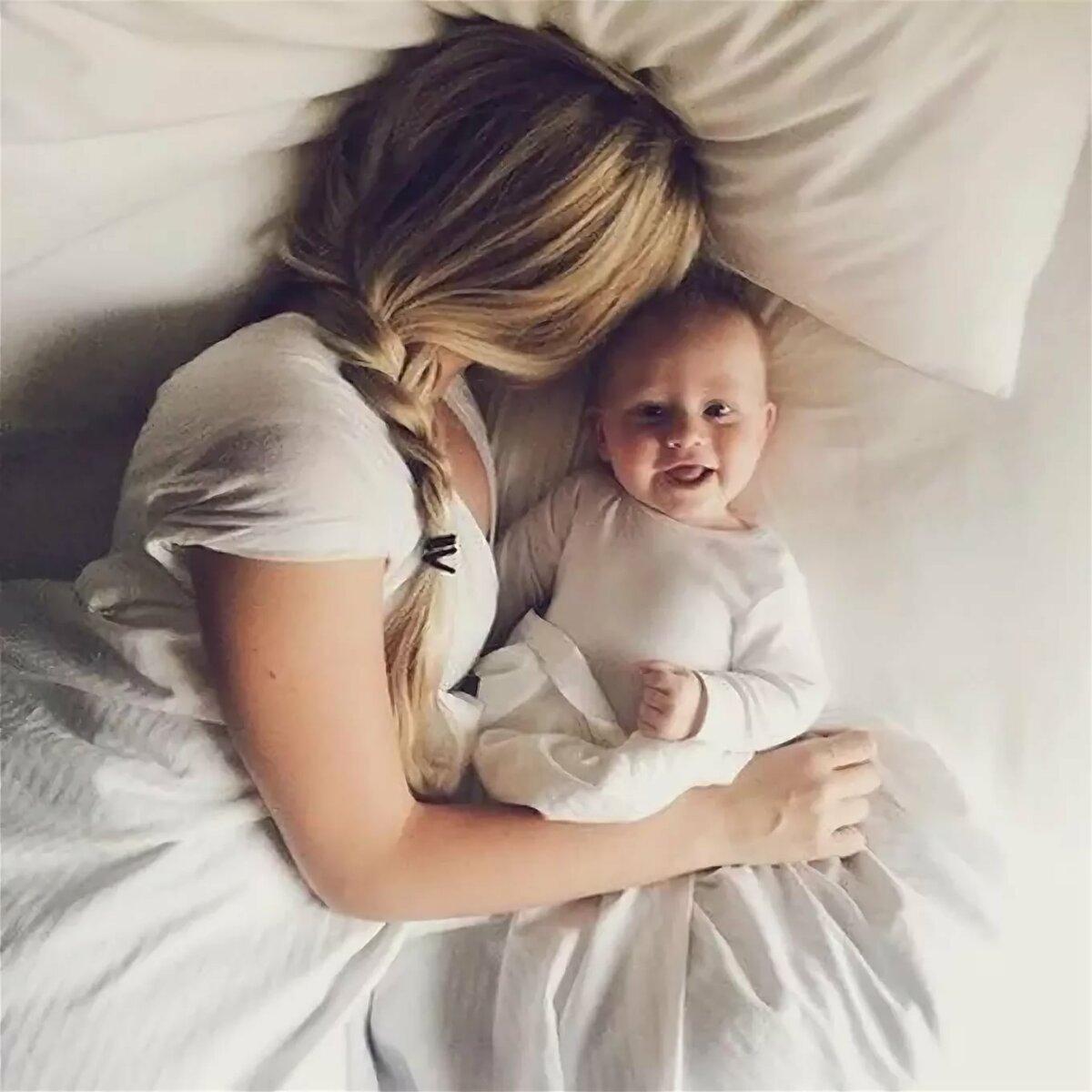 Для поздравления, картинки мам с детьми на руках без лица