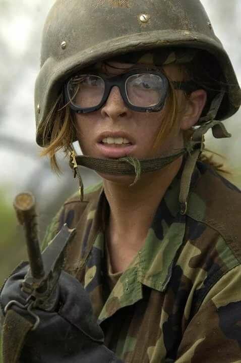 Прикольная картинка девочка война