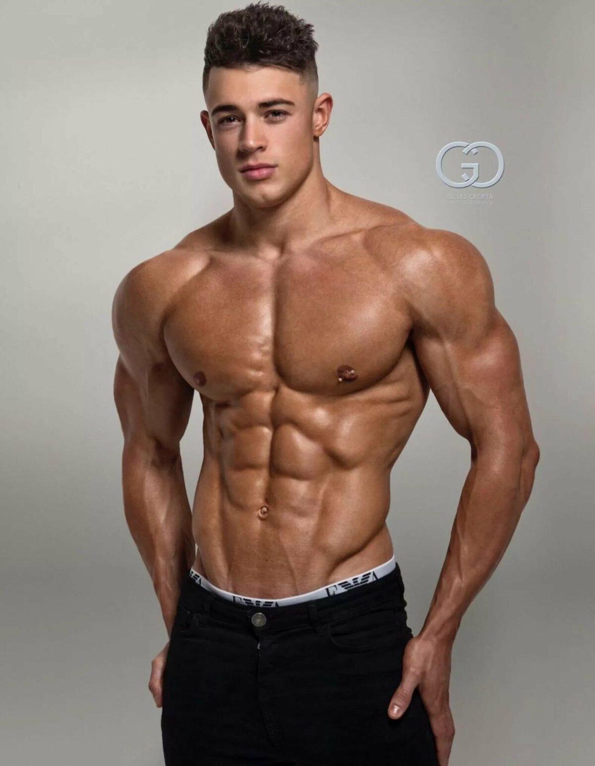 парень атлетического телосложения фото единый