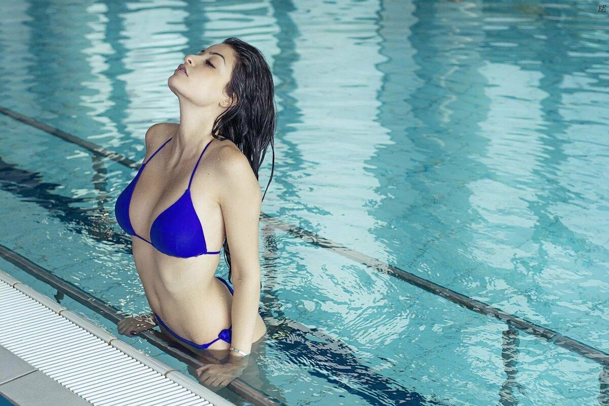 Картинки девушки бассейн