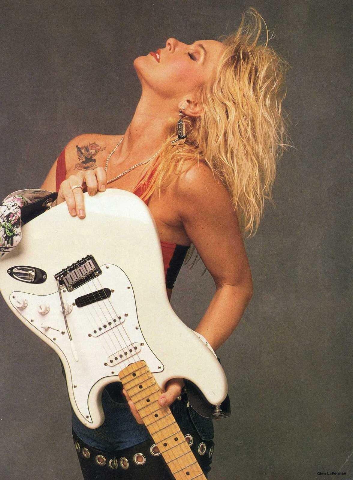 Love guitars and the nashville skyline