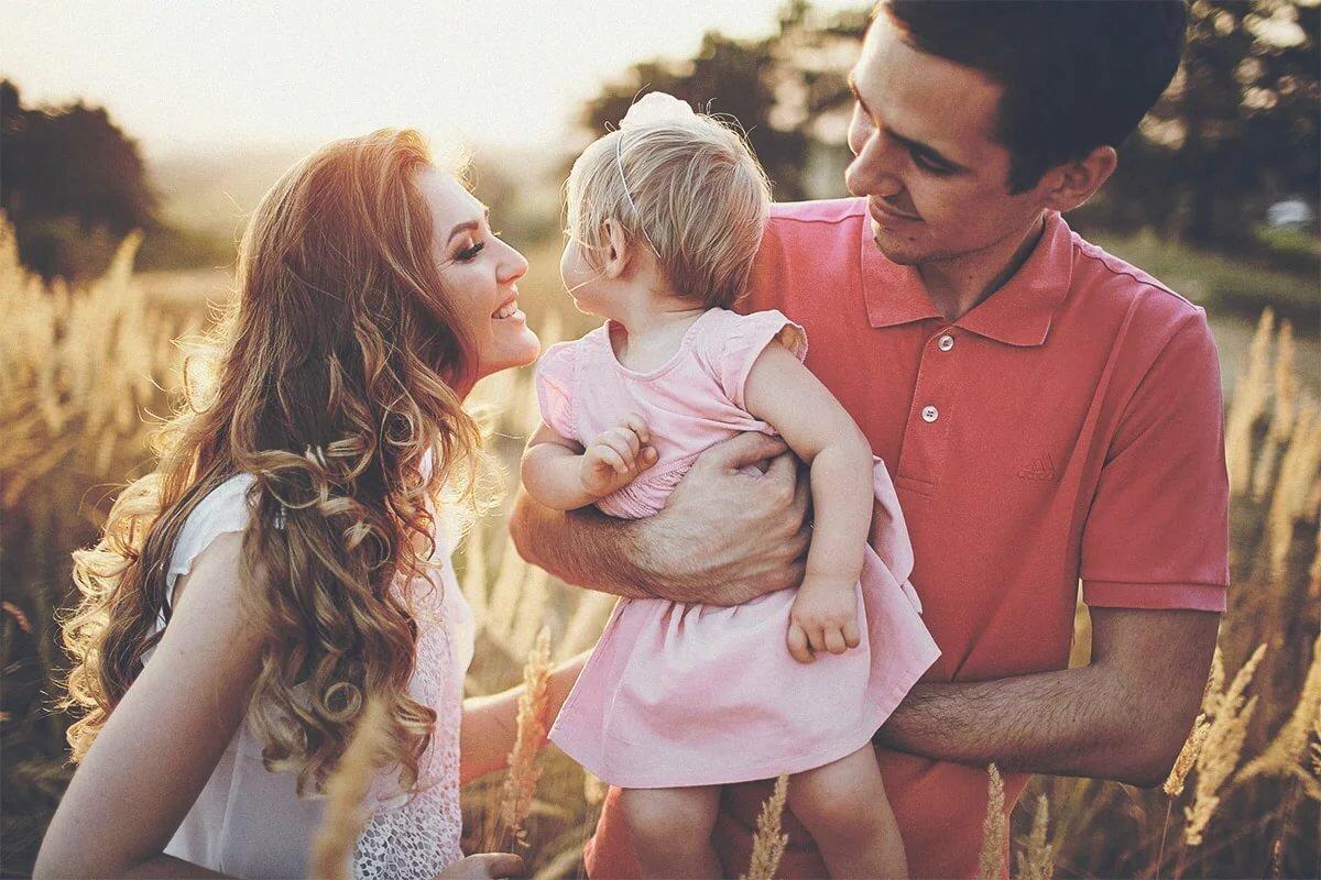 Картинки ребенок и папа с мамой
