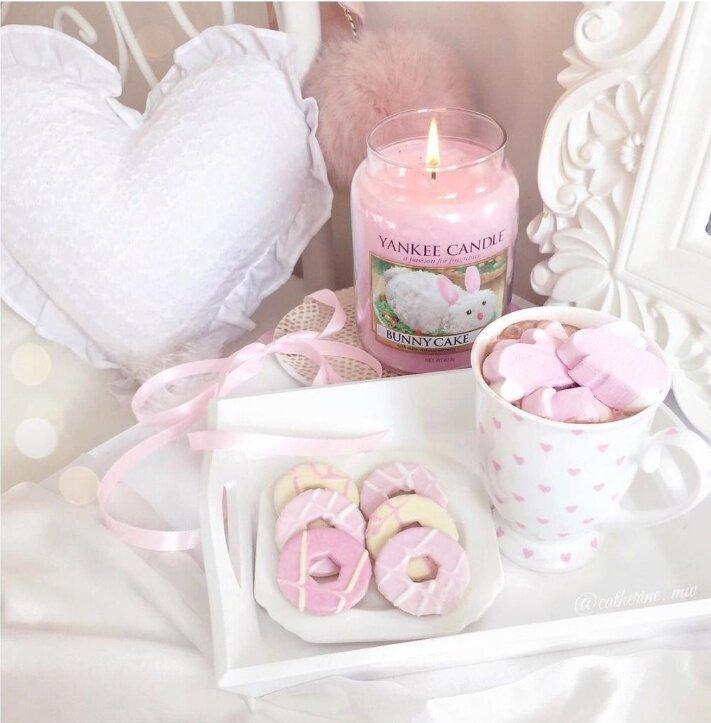 один фото в бело розовых тонах учитель духовный наставник