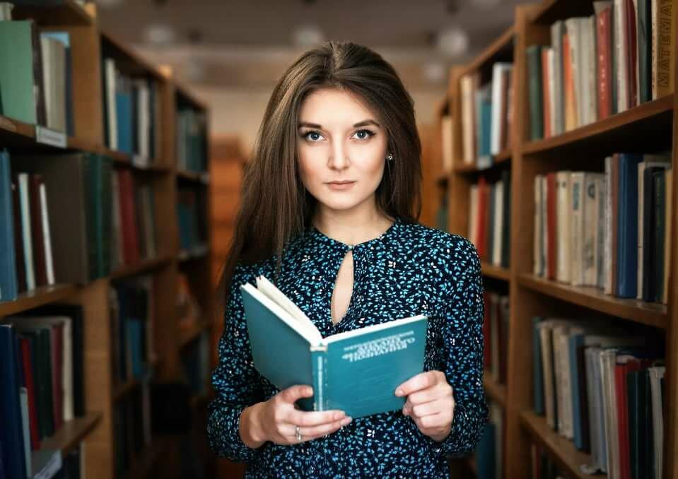 Картинки с девушками и книгами