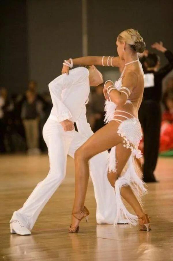 стиле фото приколы в бальных танцев запрещено течение
