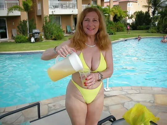 ordinary-moms-in-swim-suits-nude-hd-bbw