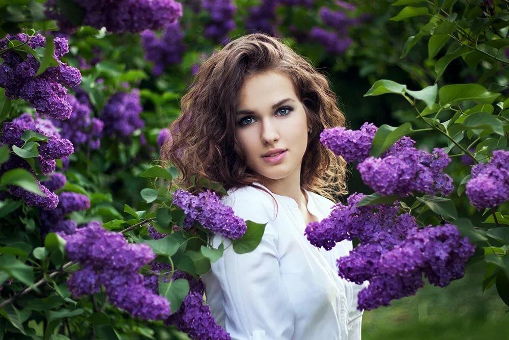 Картинки девушка в сиреневом саду