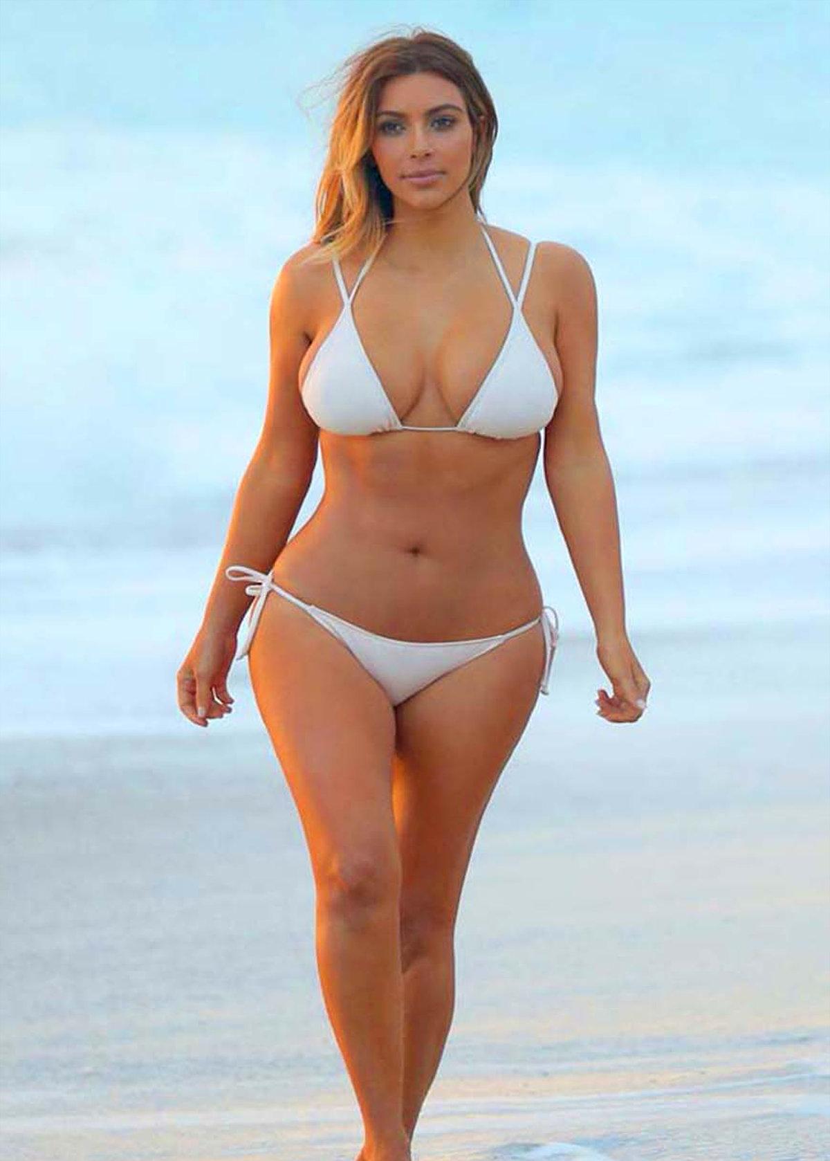 шарики женщины на пляже с широкими бедрами сравниваете