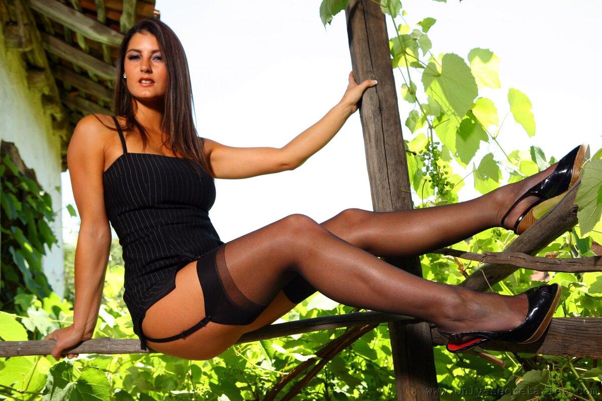 смотреть загорелые сексуальные ножки женщин частые домашние онлайн