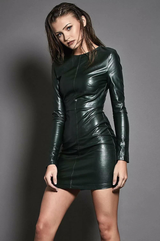 Девушка в кожаной одежде — 10