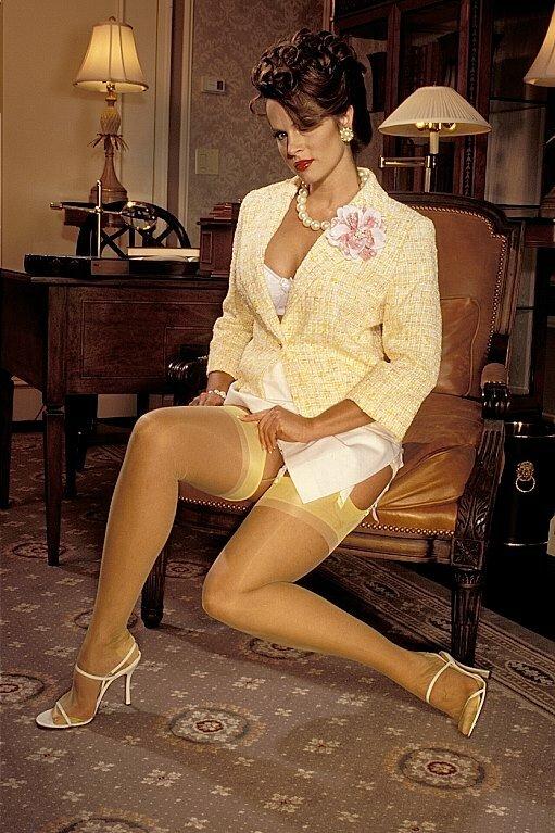 milie-dami-v-chulkah-retro-golaya-seksualnaya-viktoriya-dayneko