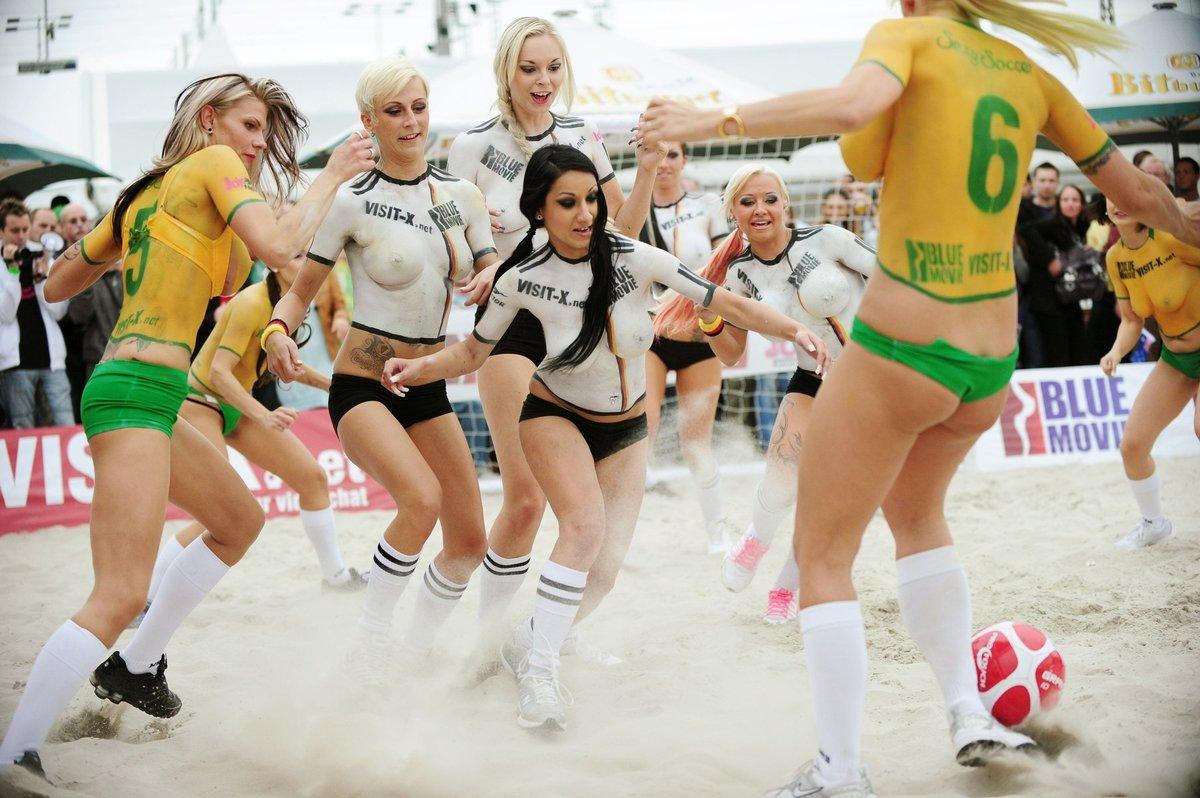chempionat-sredi-pornoaktris-video-pristayut-k-pyanim-zrelim-seks